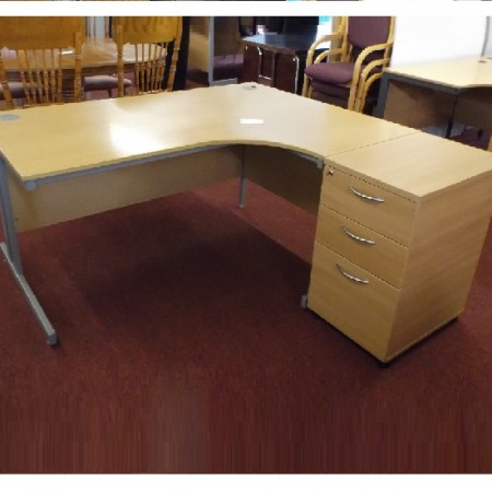 Desking / Tables